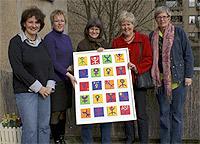 Ein Bild und 250 Euro überreichten die engagierten SPD-Frauen dem Oberhausener Frauenhaus