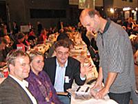 Karsten Bron, Imke Halbauer und Stefan Zimkeit, Mitglieder der Oberhausener Projektgruppe Programmdiskussion, gemeinsam mit dem Generalsekretär der NRWSPD Mike Groschek