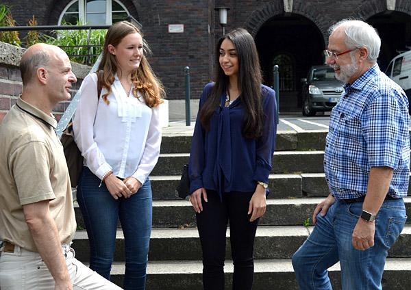 Stefan Zimkeit, Rina Veenhues, Caterina Di Venti und Wolfgang Große Brömer trafen sich zur Nachbesprechung am Rathaus