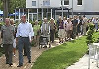 Über 40 Teilnehmer der SPD-Sommerschule informierten sich über die Neubaumaßnahme der Elly-Heuss-Knapp-Stiftung