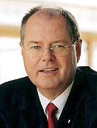 Kommt nach Oberhausen und diskutiert über die Finanzmarktkrise: Der ehemalige NRW-Ministerpräsident und Bundesfinanzminister Peer Steinbrück