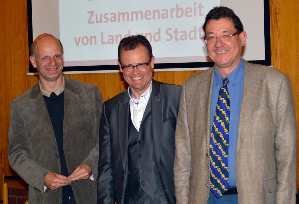 Der Landtagsabgeordnete für Oberhausen-Sterkrade und Dinslaken Stefan Zimkeit mit Dinslakens Bürgermeister Dr. Michael Heidinger und Uli Real, Bezirksbürgermeister von Sterkrade