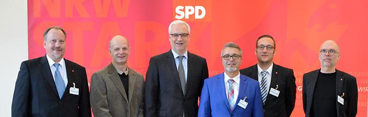 Jörg Schlüter, Stefan Zimkeit MdL, Garrelt Duin, Helmut Brodrick, Jan-Martin Frericks, Ulrich Breitbach (v. l.)