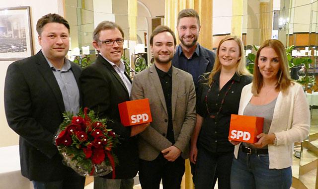 René Pascheberg, Andreas Werdelmann, der neue Ortsvereinsvorsitzende Maximilian Janetzki, Dennis Lotz, Yannah Werner und Jennifer Nink