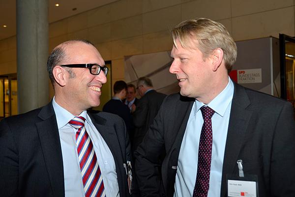 Oberhausens Stadtkämmerer Apostolos Tsalastras und Dirk Vöpel auf der Fraktionsebene im Reichstagsgebäude