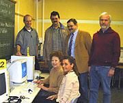 Mitglieder des AK Schule im Computerraum der Dietrich-Bonhoeffer-Schule