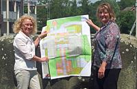 Überzeugten sich an Ort und Stelle vom Baufortschritt: Bürgermeisterin Elia Albrecht-Mainz und die Vorsitzende des ASO-Aufsichtsrates Kirsten Oberste-Kleinbeck